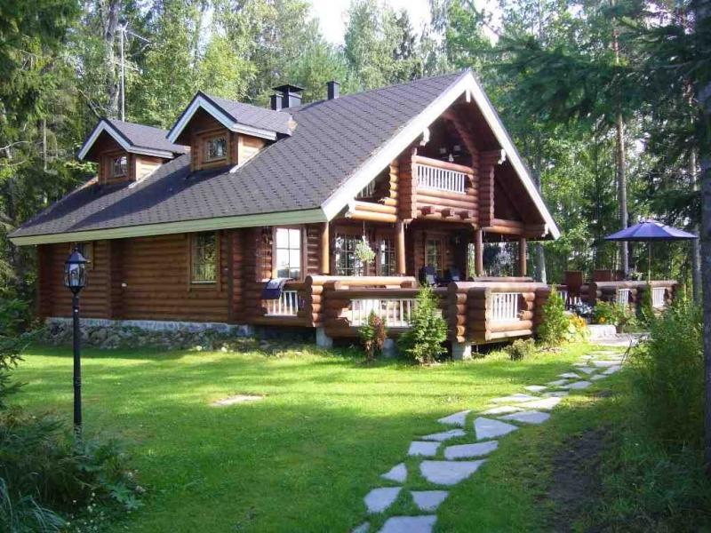 Деревянный дом для загородного участка